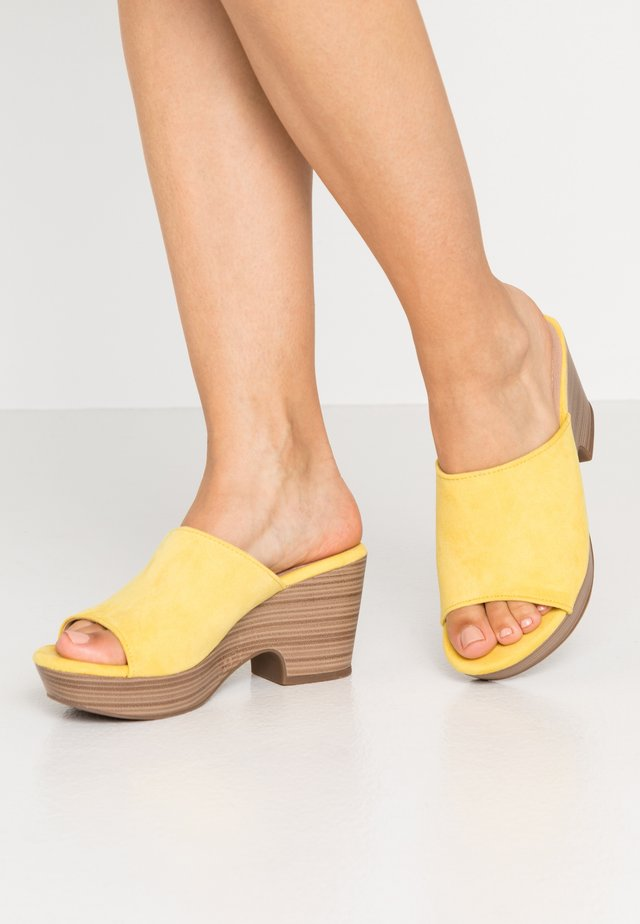 Clogs - yellow