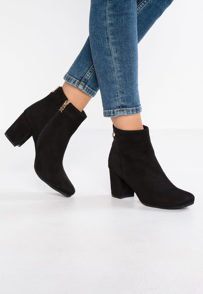 XTI - Ankle Boot - black