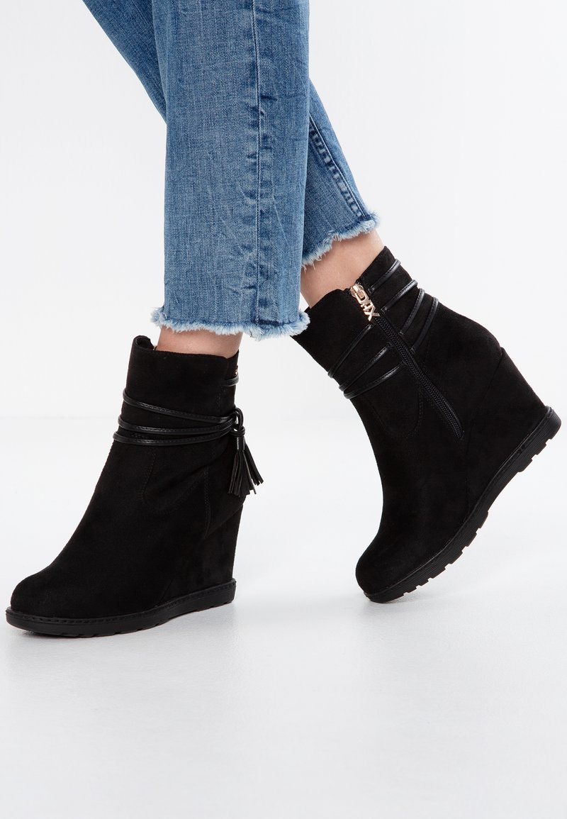 XTI - Wedge Ankle Boots - black
