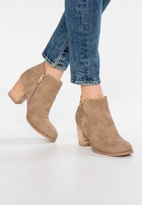 XTI - Ankelboots - taupe - 0