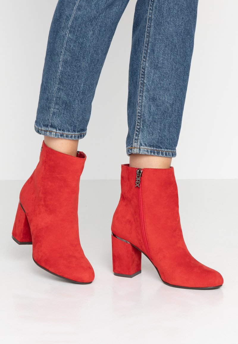 XTI - Ankle boots - red