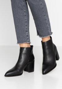 XTI - Kotníková obuv - black - 0