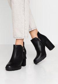 XTI - High Heel Stiefelette - black - 0