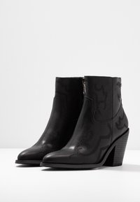 XTI - Ankle boot - black - 4