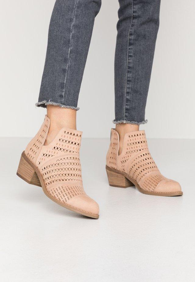 Kotníková obuv - nude