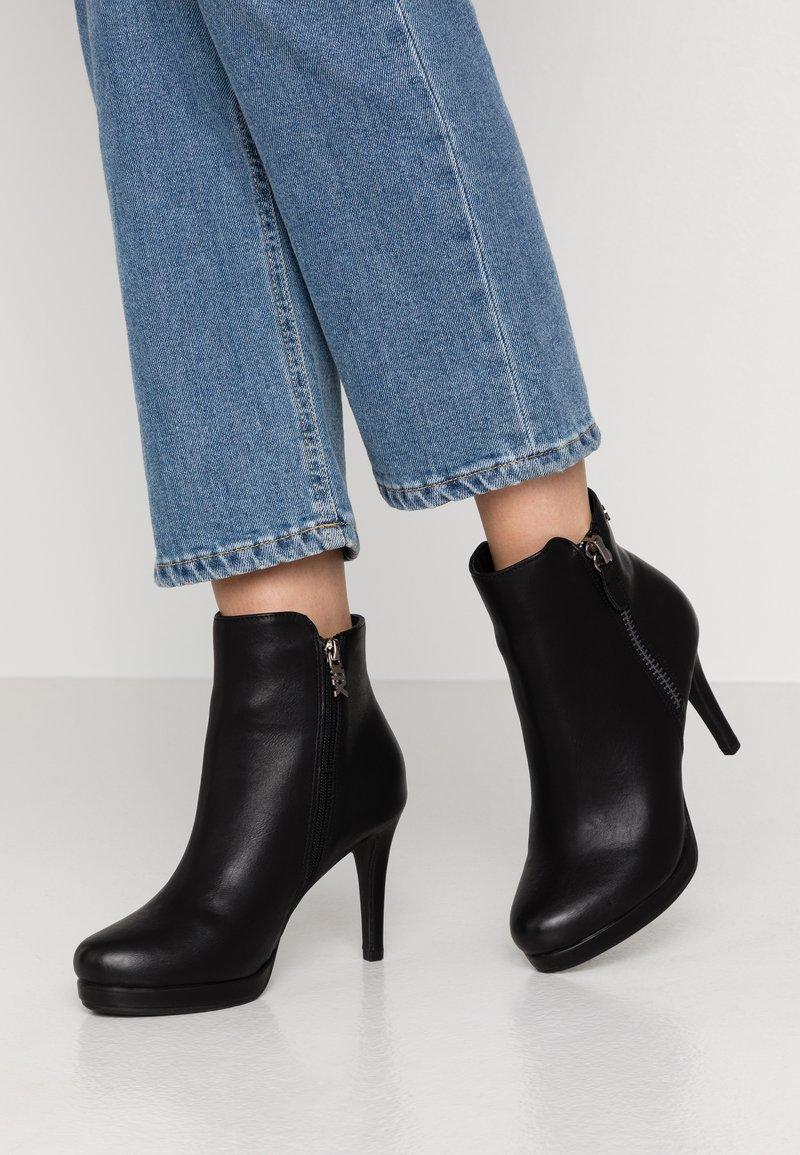 XTI - Kotníková obuv na vysokém podpatku - black