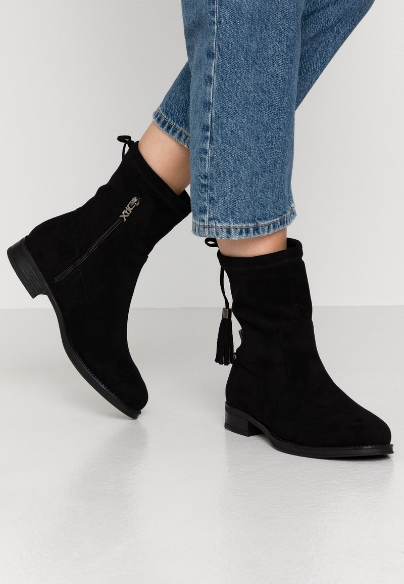 XTI - Classic ankle boots - black