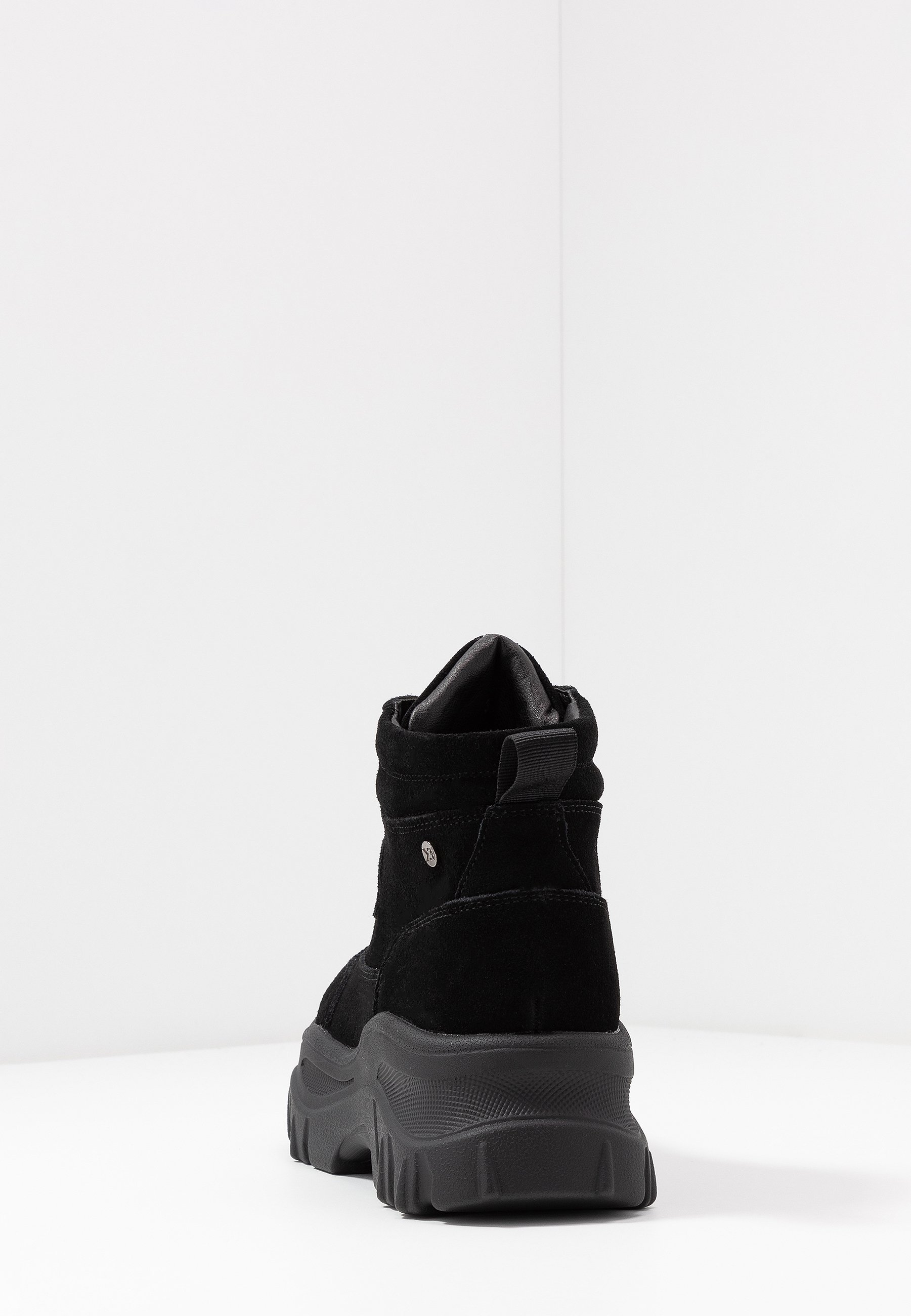 XTI Ankle boot - black