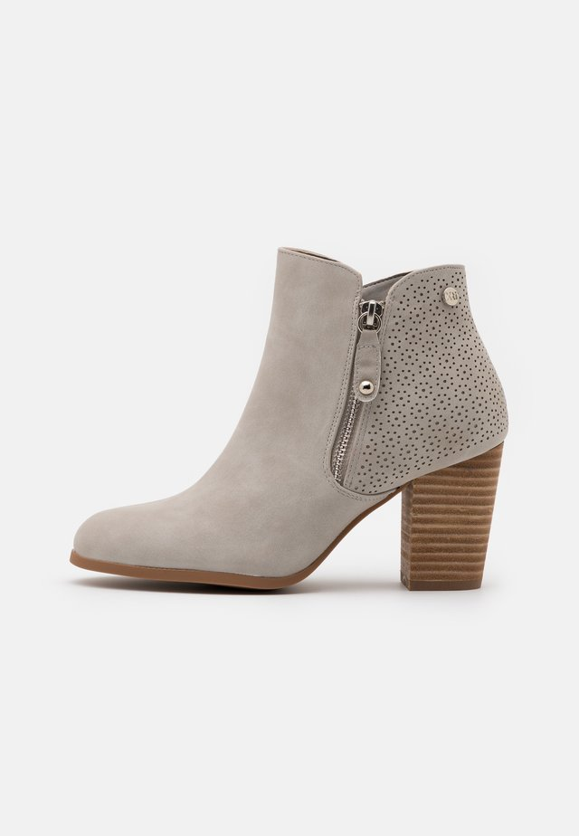 Classic ankle boots - ice