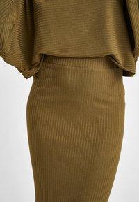 OXXO - MIT SEITLICHEM SCHLITZ - Pencil skirt - green - 4
