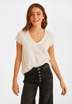 MIT V AUSSCHNITT - Basic T-shirt - white