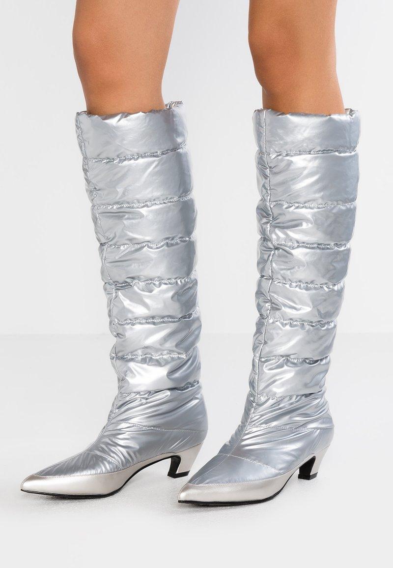 xyxyx - Stivali alti - silver