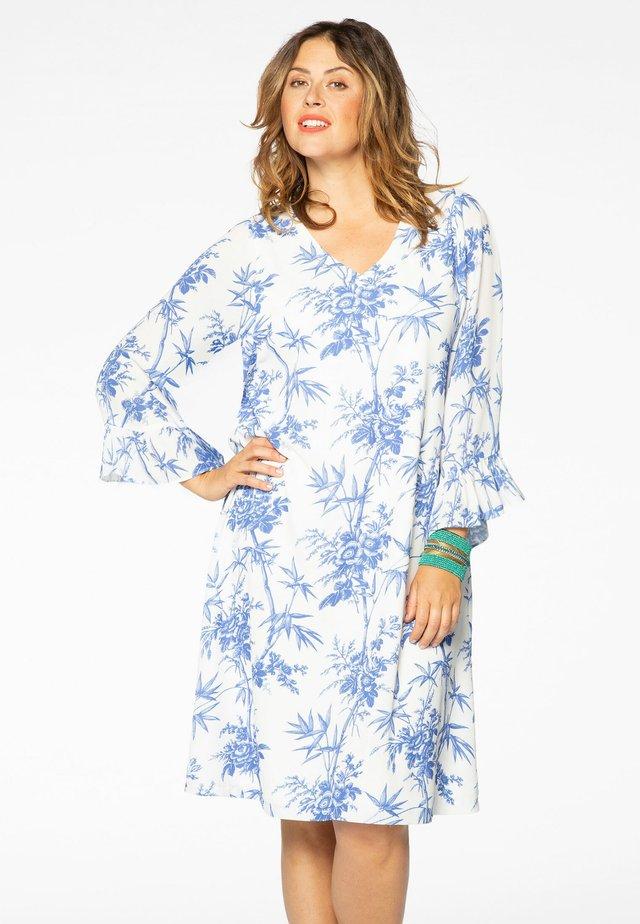 MET BLOEMENPRINT - Korte jurk - white