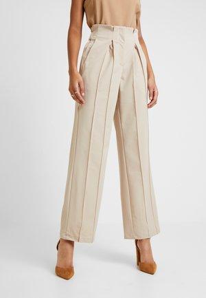 YASWELLO WIDE PANT VIP - Trousers - oxford tan
