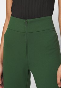 YAS - YASVICTORIA WIDE PANT - Pantaloni - greener pastures - 5