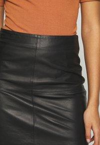 YAS - YASHANNAH LEATHER SKIRT - Jupe en cuir - black - 4
