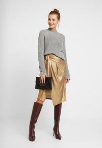 YAS - YASTIKKA SKIRT - Pouzdrová sukně - gold colour - 1
