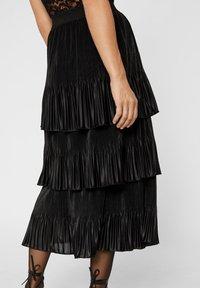 YAS - MIT STUFEN PLISSIERTER - Veckad kjol - black - 3