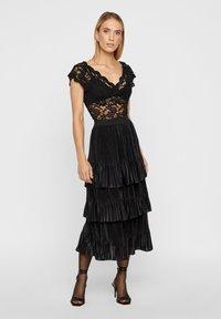 YAS - MIT STUFEN PLISSIERTER - Veckad kjol - black - 1