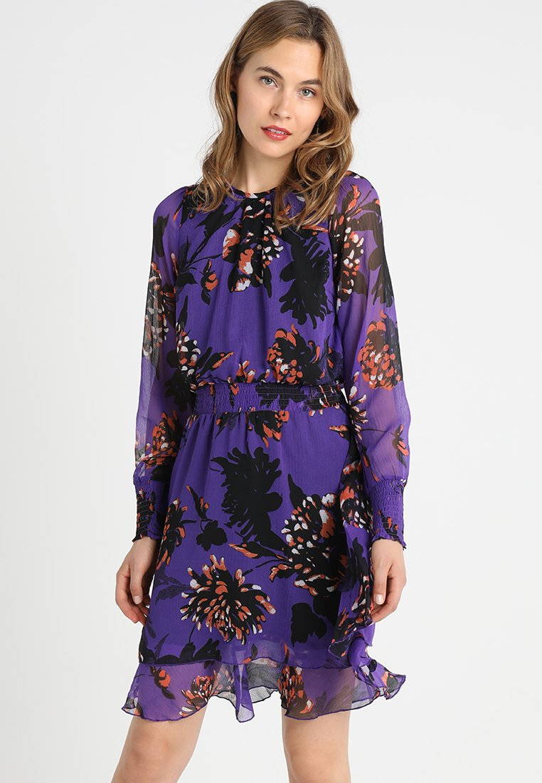 YAS - YASFILUKKA O-NECK DRESS - Freizeitkleid - tillandsia purple/orange