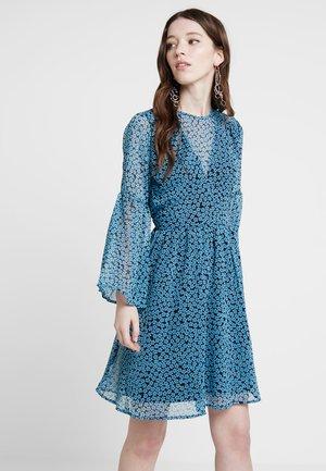 YASAQUILLA DRESS - Sukienka letnia - dark sapphire/aquilla