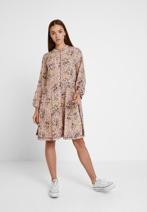 YASSEVILLE DRESS - Blousejurk - cameo rose