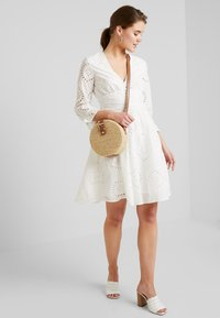 YAS - YASANGLAISE DRESS - Robe chemise - star white - 1
