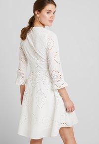 YAS - YASANGLAISE DRESS - Robe chemise - star white - 2