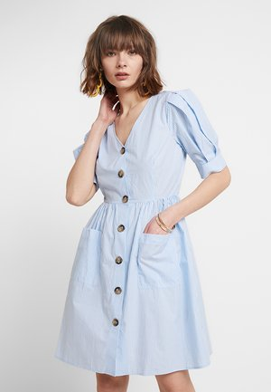 YASVILDA DRESS - Skjortekjole - alaskan blue/white