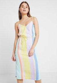 YAS - YASPASTELLA DRESS - Freizeitkleid - yellow cream/pastella - 0