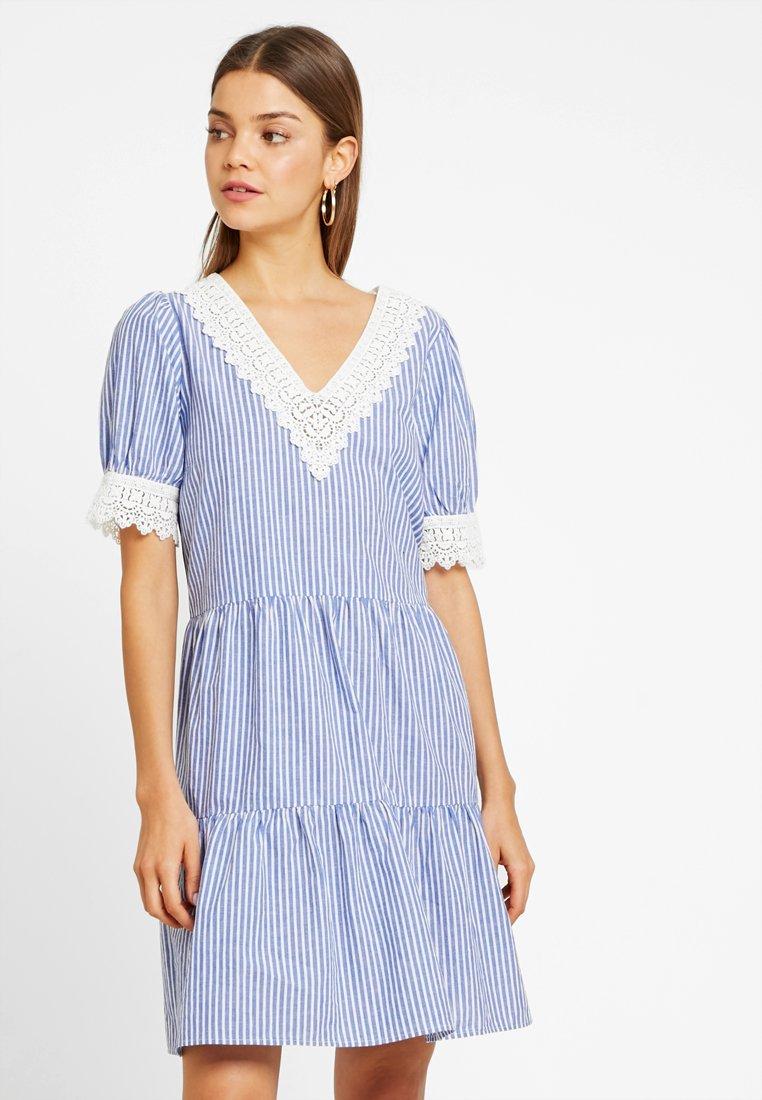 YAS - YASHALUMI DRESS - Freizeitkleid - navy blazer/star white