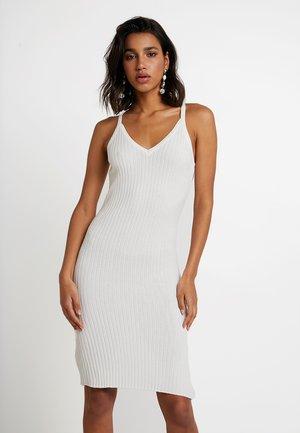 YASNADINE DRESS - Pouzdrové šaty - star white