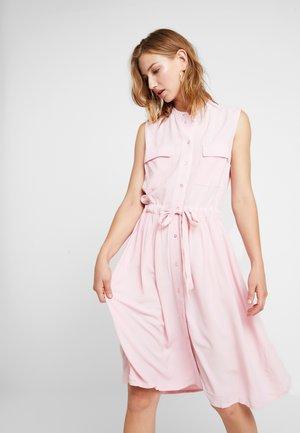 YASNEELA  - Košilové šaty - coral blush