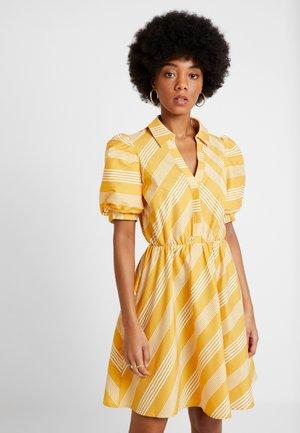 YASVISION DRESS - Skjortekjole - golden apricot