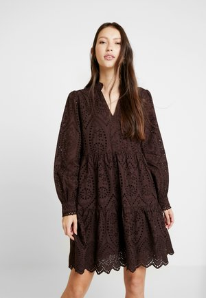 YASHOLI DRESS - Korte jurk - chocolate plum