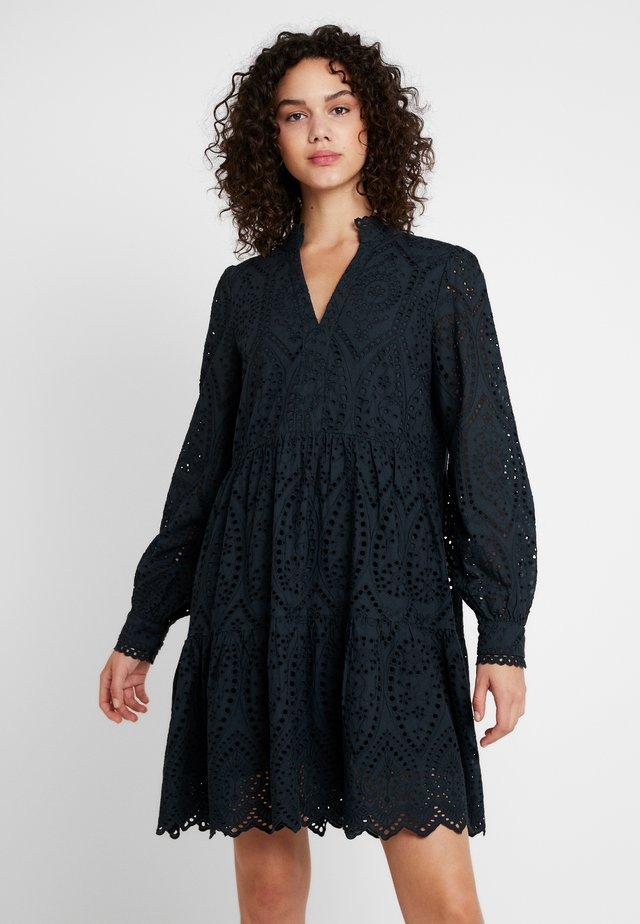 YASHOLI - Korte jurk - carbon