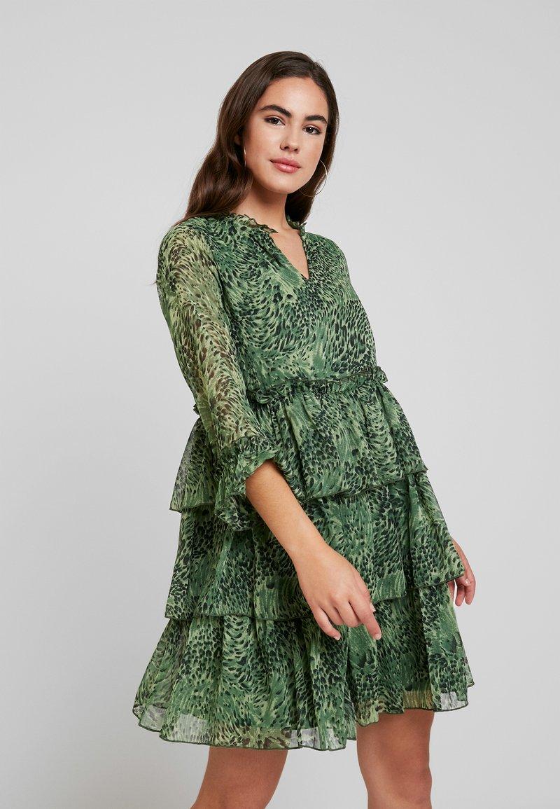 YAS - YASSHANNEN DRESS - Freizeitkleid - chive