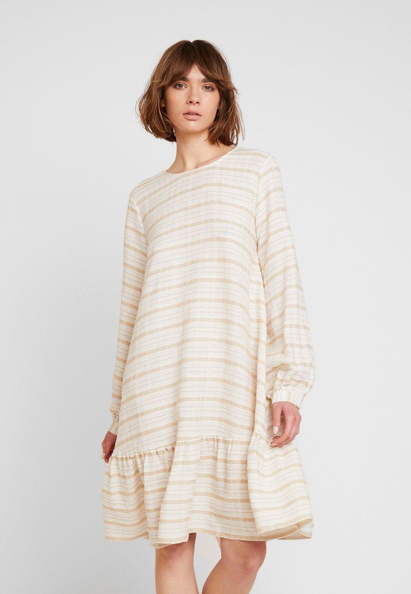 YAS - YASFIMALA DRESS - Freizeitkleid - creme brülee