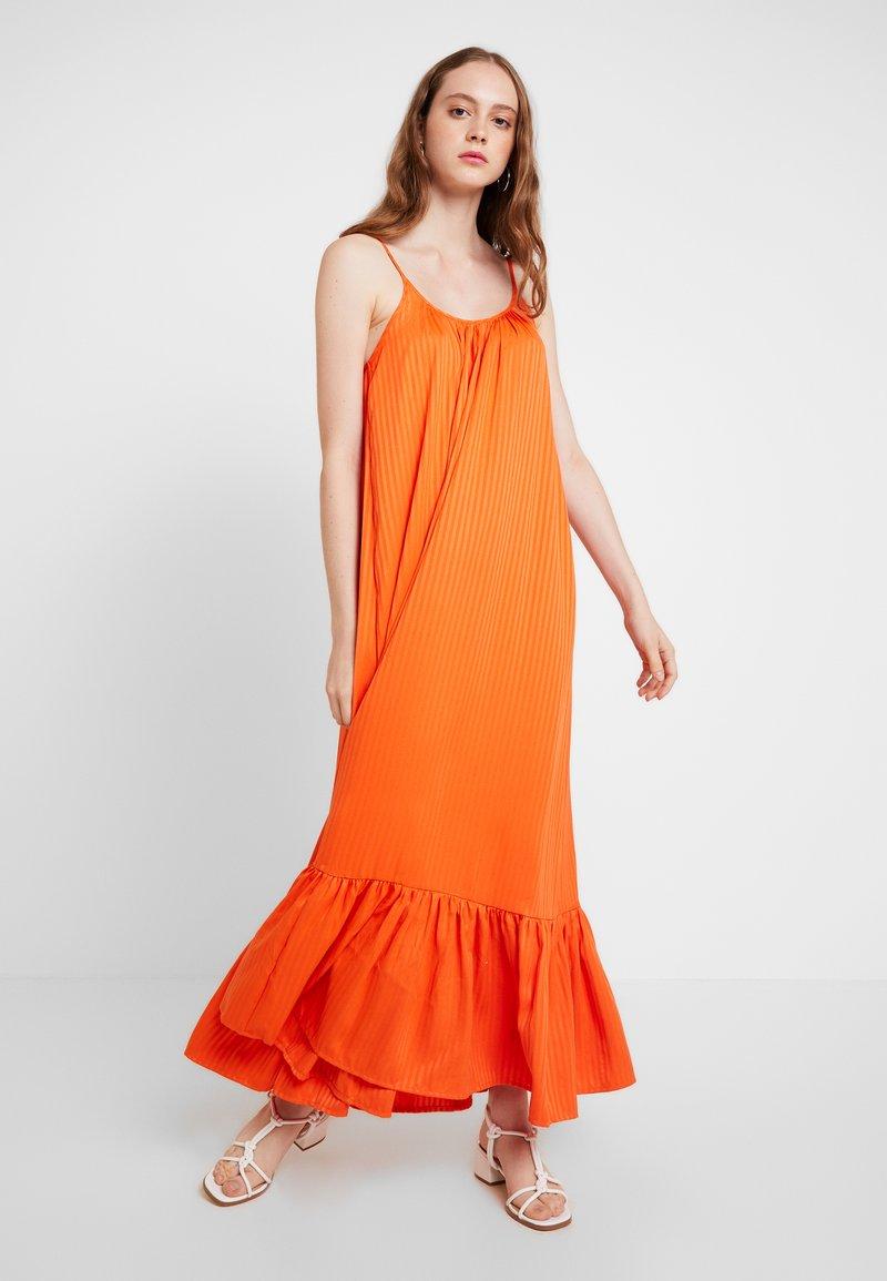 YAS - YASLEORA STRAP DRESS - Maxikleid - tangerine tango