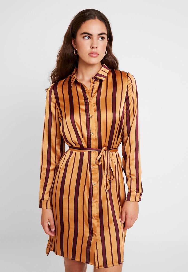 YAS - YASCAROLINE DRESS - Blusenkleid - port royale
