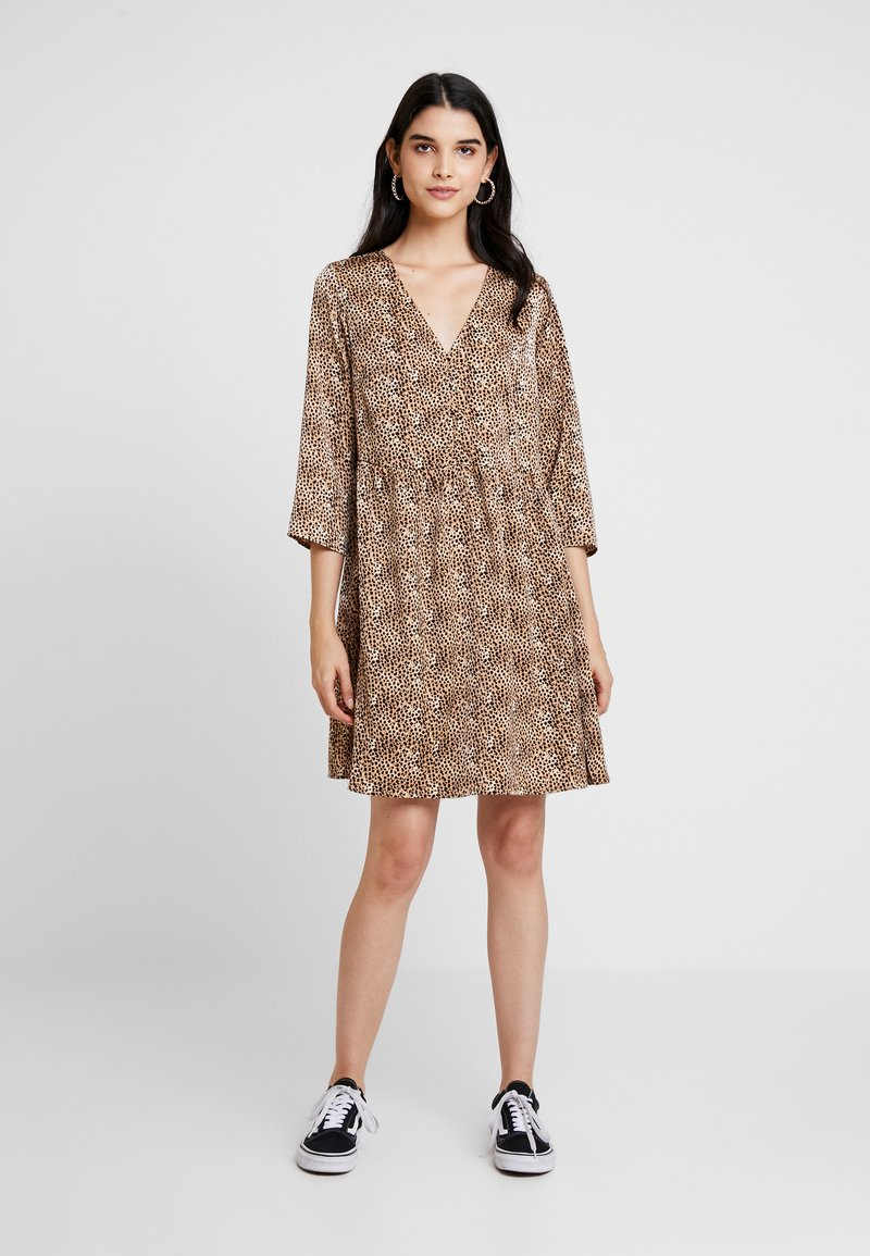 YAS - YASHURA SHORT DRESS - Freizeitkleid - light brown/black