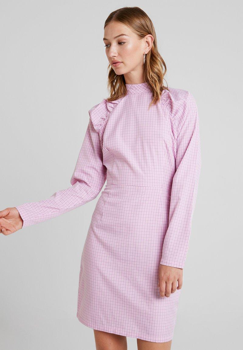 YAS - YASKAREN DRESS - Freizeitkleid - white/pink