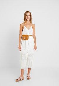 YAS - YASMINNA STRAP DRESS - Robe d'été - star white - 2