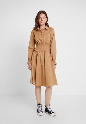 YASCRISPA SMOCK SHIRT DRESS - Vestido camisero - tannin