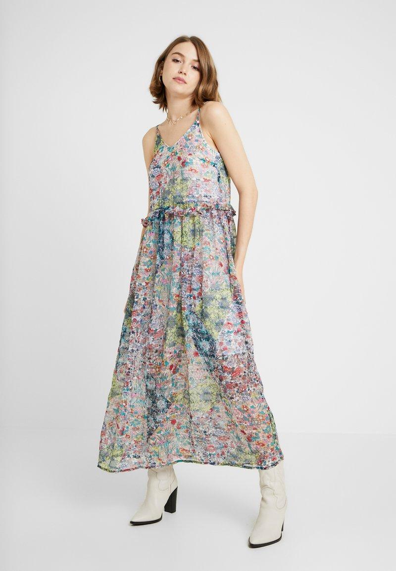YAS - YASFLORA STRAP LONG DRESS - Denní šaty - star white