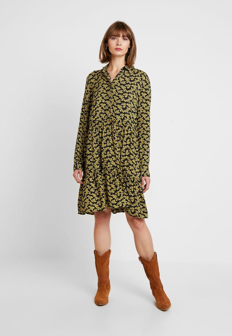 YAS - YASLAFERA DRESS - Korte jurk - carbon