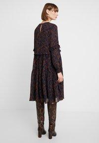 YAS - YASOMU DRESS - Robe d'été - navy blazer/autumnal stroke - 3