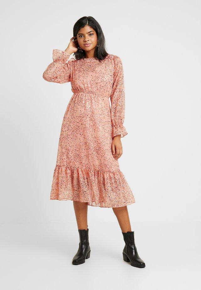 YASOWA DRESS - Denní šaty - pink