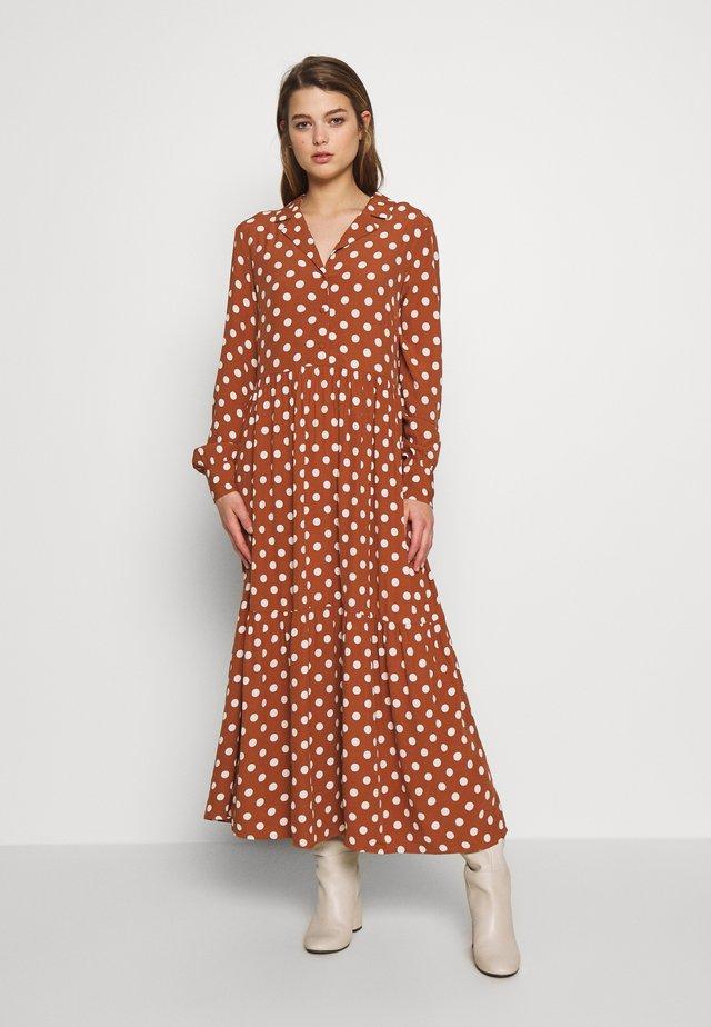 YASNICOLE - Shirt dress - mocha bisque/creme