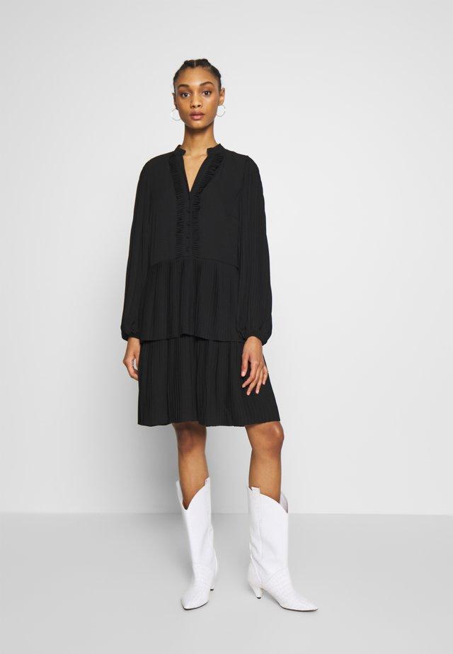 YASKYDA DRESS - Vapaa-ajan mekko - black